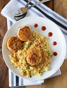 Scallops with Spicy Curry Sauce and Couscous 25 Delicious Scallop Recipes You Need To Make This Spring Fish Recipes, Quick Recipes, Seafood Recipes, Dinner Recipes, Cooking Recipes, Healthy Recipes, Clam Recipes, Fish Dishes, Seafood Dishes