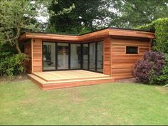 L Shape Contemporary Garden Room - Garden Shed Backyard Office, Backyard Studio, Garden Office Uk, Garden Gym Ideas, Garden Rooms Uk, Outdoor Office, Container House Design, Tiny House Design, Contemporary Garden Rooms