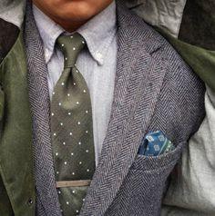 Like it or not: totdat 'fully nude' de nieuwe trend wordt, steken traditioneel de how-to-dress-dilemma's deze periode de kop op. Hoe verschijnen we aan het kerstontbijt, -diner, de new-years-eve party en de nieuwjaarsbrunch? Geloof me: IEDERE vrouw ziet graag een goed geklede en fris gegroomde man. De gemiddelde man is zijn colbertje na de amuse […]