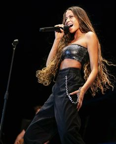 Hair A, Wavy Hair, Blonde Hair, Celebrity Hairstyles, Down Hairstyles, Camila Gallardo, Ariana Grande Hair, Outing Outfit, Stage Outfits