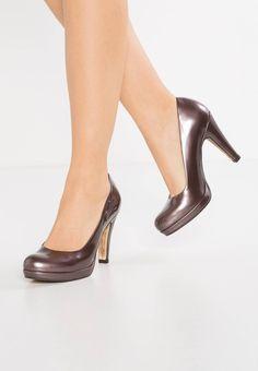 8e1e2363cdfe 65 besten Damen Schuhe Bilder auf Pinterest   Boots, Heeled boots ...