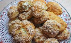 Τόσο τραγανά …τόσο αφράτα…τόσο νόστιμα…πραγματικά δεν σταμάτησα στο ένα… έχασα το λογαριασμό στο μέτρημα…γράφω τη συνταγή γρήγορα… μην ξεχάσω τι έβαλα χαχαχααα, γιατί τα καλύτερα γίνονται όταν το πας χαλαρά και λες…έλα μωρέ τυροπιτάκια θα Savory Muffins, Pretzel Bites, Feta, Cereal, Food And Drink, Favorite Recipes, Pie, Snacks, Cooking