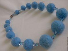 Купить Голубые войлочные бусы - голубой, бусы, бусы ручной работы, бусы из войлока