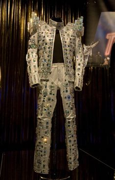 Wanna be startin' somethin❤️❤️❤️ Death Of Michael Jackson, Michael Jackson Outfits, Michael Jackson Merchandise, Michael Jackson Costume, Michael Jackson Pics, Michael Art, Creative Costumes, King Queen, Ranch
