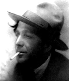 José Herculano Stuart Torrie d'Almeida Carvalhais, cartoonist, humorist, illustrator, painter and comic strip author was born in Vila Real, (1887), and died in Lisbon (1961). Bohemian and extremely popular, recanted as no one, the day to day of his city, using the model of the simple people who saw in the street: drunks, beggars, varinas, newspaper vendors or kids, without forgetting their cats and dogs, and taking as  scenarios, cafes, theaters and popular neighborhoods.
