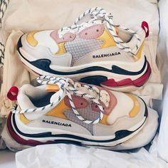 Balenciaga Sportschuhe Modelle für Damen – With A_creaking – Join in the world Moda Sneakers, Converse Sneakers, Sneakers Fashion, Fashion Shoes, Sneakers Women, Sneakers Style, Shoes Style, Balenciaga Sneakers, Baskets Converse