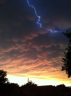 """Interesting weather outside of my house"" - Imgur  Nice mammatus clouds"