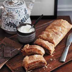 Looking for something to go with your hot toddy or mulled wine? This Apple Strudel recipe is a wonderful compliment.