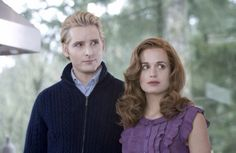 Carlisle en Esme zijn een liefdevolle koppel, zoals u het op de afbeelding kunt zien. Ze zijn al honderden jaren samen, ze zijn niet te scheden. Ze zijn er voor elkaar en de andere leden van hun familie zijn net kinderen voor hun. Esme wou altijd al kinderen, maar helaas was het veel te laat.