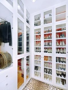walk-in closet features - shoe storage