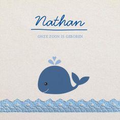 Uniek geboortekaartje met walvis. Het water is een strook met kanten washitape in lichtblauw.
