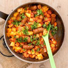Svensk pølseret er altid et hit! Sandwiches, Danish Food, Snack Recipes, Snacks, Lchf, Kids Meals, Curry, Food And Drink, Yummy Food