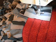 The Creative Homemaker: RECYCLED Projects a different way to do a rag rug, maybe. The Creative Hom Recycled T Shirts, Recycled Crafts, Recycled Rugs, Fabric Crafts, Sewing Crafts, Sewing Projects, Textiles, Homemade Rugs, Fabric Rug