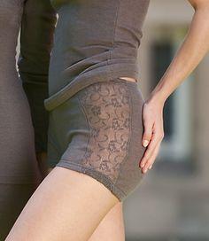 Dámské kalhotky s nohavičkami a krajkou z merino vlny a hedvábí - šedohnědá taupe