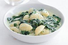 Špenátové gnocchi | Apetitonline.cz Gnocchi, Potato Salad, Soup, Potatoes, Ethnic Recipes, Potato, Soups, Soup Appetizers