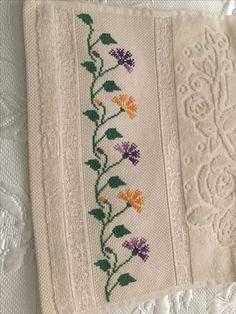 1 million+ Stunning Free Images to Use Anywhere Small Cross Stitch, Cross Stitch Art, Beaded Cross Stitch, Cross Stitch Borders, Crochet Cross, Cross Stitch Flowers, Cross Stitch Designs, Cross Stitching, Cross Stitch Embroidery