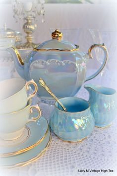 50 Top Tea Sets Decoration Ideas For Your Awesome Living Roo.- 50 Top Tea Sets Decoration Ideas For Your Awesome Living Room – Source by kitthii - Tee Set, Teapots And Cups, Teacups, Best Tea, My Cup Of Tea, Chocolate Pots, Vintage China, High Tea, Afternoon Tea