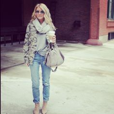 Meggan Morehead of Somewherelately in our Henry & Belle Tapered Boyfriend Jeans