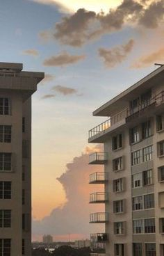 City Aesthetic, Aesthetic Photo, Aesthetic Pictures, Beige Aesthetic, Aesthetic Backgrounds, Aesthetic Wallpapers, Wallpaper Bonitos, Japon Illustration, Pretty Sky