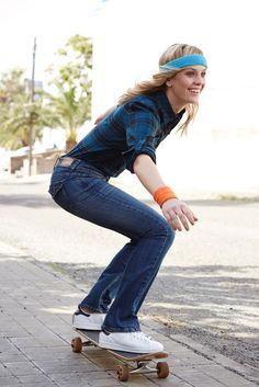 Mit Blue Jeans kann man ja sowieso nichts falsch machen, die Arizona Bootcut-Jeans stellt sogar einiges richtig: Die beinverlängernde Optik schmeichelt der Silhouette und schummelt einen Traum-Po. Die lässige Flanellbluse in angesagtem Petrol ist bequem und schafft einen coolen Kontrast.
