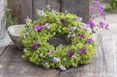 Kranz aus Alchemilla mollis (Frauenmantel), Coronilla (Kronwicke), Dianthus - Sommer pur - That' s summer ♥