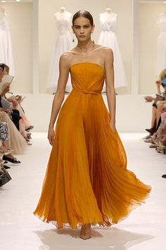 Fashion Week Paris Fall/Winter 2018 look 39 from the Christian Dior collection couture Look Fashion, Runway Fashion, Fashion Show, Paris Fashion, Latest Fashion, Fashion Trends, Womens Fashion, Fall Fashion 2018, Elegance Fashion