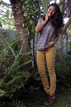 Casual look, skinny jeans, mustard jeans, batik shirt, casual batik look, lunch date