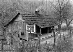 Appalachian Baby Boom: LIFE With Kentucky's 'Fruitful Mountaineers' Life Pictures, Old Pictures, Old Photos, Vintage Photos, Vintage Photographs, Vintage Cards, Appalachian People, Appalachian Mountains, Harlan County