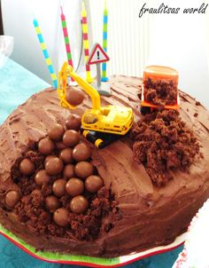 Great idea for boy's cake, Thinking of my friend Kali....for Ashers Birthday!!!!