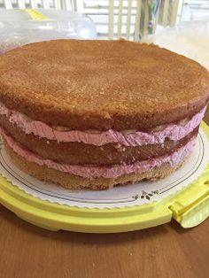 Liian hyvää: Mansikkamoussekakku 20:lle, 40:lle sekä 60 hengelle Tiramisu, Cake Recipes, Food And Drink, Breakfast, Ethnic Recipes, Morning Coffee, Easy Cake Recipes, Tiramisu Cake, Cake Tutorial