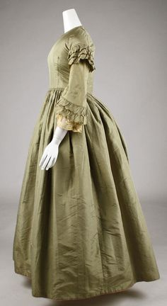 1850 Culture: American or European Medium: silk Metropolitan Museum 1850s Fashion, Victorian Fashion, Vintage Fashion, Historical Costume, Historical Clothing, Historical Dress, Mode Masculine, Vintage Gowns, Vintage Outfits