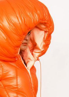 Femke Agema The 'hide out' collection by Femke Agema is about feeling safe and hiding. Femke's safe place is her bed. So she used characteristics of a sleeping bag, which is a mobile bed. Beyonce, Nylons, Kim Kardashian, Hiking Sleeping Bags, Versace, Winter Suit, Saint Laurent, Womens Wetsuit, Future Trends