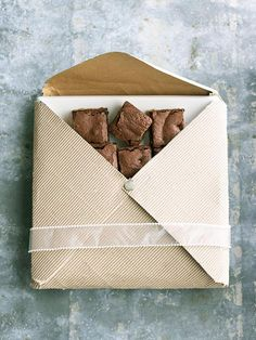 27 Ideas For Mother's Day! Give her an envelope filled with treats!