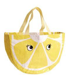 Beach bag in a plastic weave with a lemon print. Beach Girls, Beach Bum, Fashion Bags, Kids Fashion, Bags 2015, Lemon Print, H&m Online, Kids Bags, Style And Grace