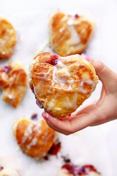 These Stuffed Puff Pastry Donut Hearts are quick and easy to make. Stuffed with raspberry preserves and cream cheese, and a white chocolate glaze. Easy Puff Pastry Recipe, Puff Pastry Dough, Frozen Puff Pastry, Puff Pastry Sheets, Chocolate Glaze, White Chocolate, Valentines Food, Valentine Treats, Easy Desserts