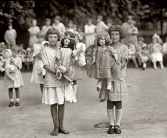 Shorpy Historic Picture Archive :: Girls and Dolls: 1923 high-resolution photo