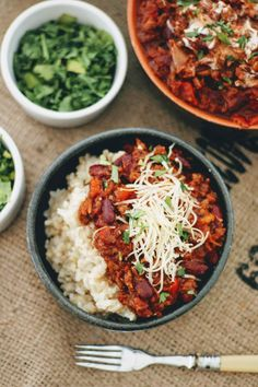 Slimming World Chilli Con Carne- Syn Free & Slow Cooker - Tastefully Vikkie Slimming World Chilli, Slow Cooker Slimming World, Slimming World Recipes, Diet Smoothie Recipes, Diet Soup Recipes, Healthy Dinner Recipes, Diet Meals, Easy Recipes, Slow Cooker Chilli