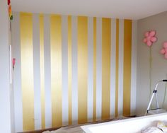 15 Awesome Striped Painted Wall Design and Decorating Ideas to Make Your Home More Amazing ♡ Striped Painted Wall Vertical Stripped Painted Walls, Gold Striped Walls, Striped Walls Bedroom, Gold Painted Walls, Stripped Wall, Striped Room, Accent Wall Bedroom, Gold Walls, Vertical Striped Walls