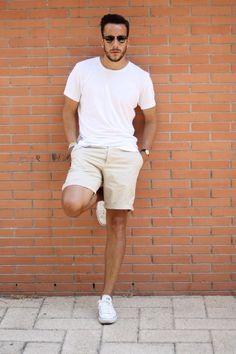 白Tシャツメンズ着こなし夏コーデ,ベージュショートパンツ