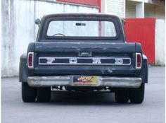 I posted a couple photos of this yesterday, but here is the entire set. This is one sweet old Ford Dually.