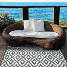 Indoor Outdoor Rug with a beautiful Moroccan design in Grey and White Colour Indoor Outdoor Area Rugs, Outdoor Areas, Outdoor Decor, Mesa Exterior, Interior Exterior, Kitchen Interior, Interior Design, Porches, Furniture Sets