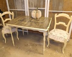 SHABBY GALS NEST: Table & chairs in Chalk Paint(R) by Annie Sloan in Cream