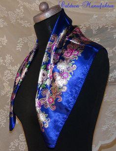 Halstuch Satin russisch Linka Pariser Blau von Caldren-Manufaktur auf DaWanda.com  Russian traditional flower design  Pariser Blau   parisian blue