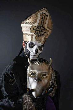 Papa Emeritus III holding a Nameless Ghoul mask Band Ghost, Ghost Bc, Doom Metal Bands, Rock Bands, Pop Rock, Rock N Roll, Heavy Metal Rock, Black Metal, Hard Rock