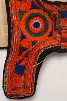 Front moon of the vest, detail from costume with kavadi , sleeveless jacket, yileki, Karditsa Greek Traditional Dress, Traditional Outfits, Sleeveless Jacket, Albania, Fiber Art, Folk Art, Greece, Weaving, Europe