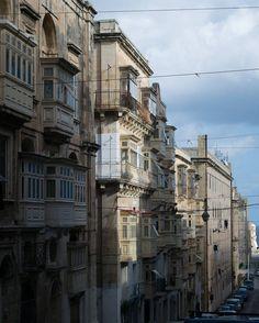 Ma quanto sono carine ste viuzze! ヾヮ)ノ  #window #house #valletta #nikonitalia #blue #igersmalta #mymaltaguide #malta #valetta #instagood #picoftheday #memories #malte #vacation #maltese #maltaphotography #visitmalta #nikon #photooftheday #d5300 #architecture #view #follow #instadaily #igers #bestoftheday #sky #instagram