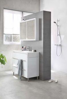 KARWEI   Een losse zuil geeft een mooie diepte-effect. #badkamer #wooninspiratie #karwei