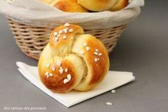 While walking a little bit on the net I came across this Portuguese brioche recipe at Jo Cooks. Briochettes, based on … Biscuit Dough Recipes, Crack Bread, Brioche Recipe, Snack Recipes, Snacks, Sweet Cakes, Sweet Desserts, Health And Nutrition, Food Truck