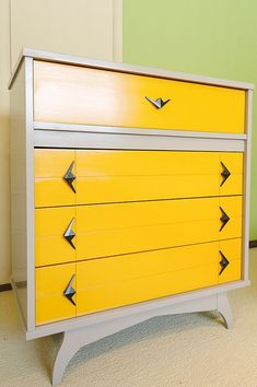 Painted mid century modern chest of drawers with contrasting drawers and angular hardware. Home Decor/ Furniture/ Vintage Furniture Mcm Furniture, Repurposed Furniture, Furniture Projects, Furniture Making, Furniture Makeover, Vintage Furniture, Dresser Furniture, Dresser Ideas, Painted Furniture