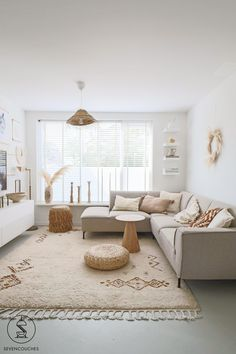 White Interior, Living Dining Room, Living Room Interior, Home And Living, Minimal Living Room, Home Additions, Minimal Apartment Decor, House Interior, Beige Living Rooms